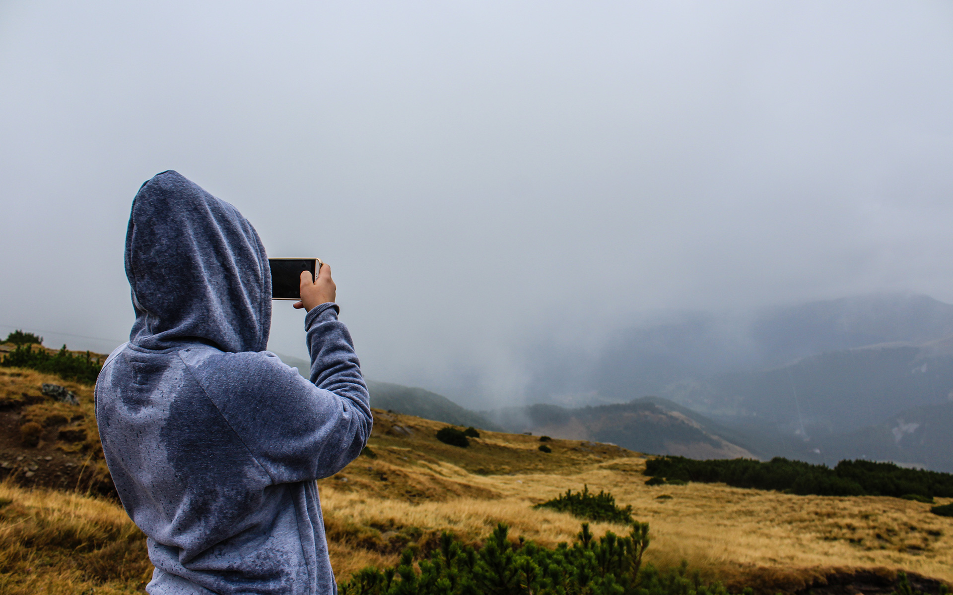 taking-photo-hiking-sport-adventure