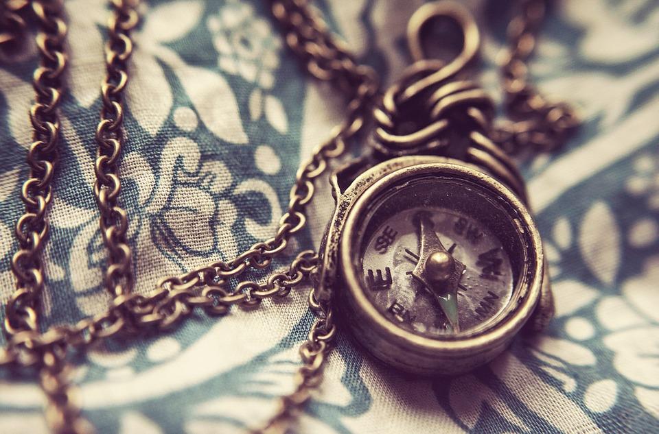 bijoux chaines boussole